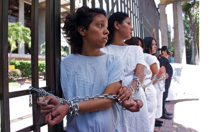 Mulher Procurando Em Lara El Salvador-11316